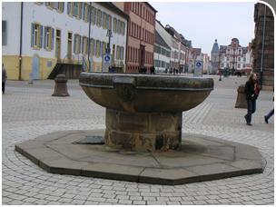 Der Domnapf vor dem Dom zu Speyer